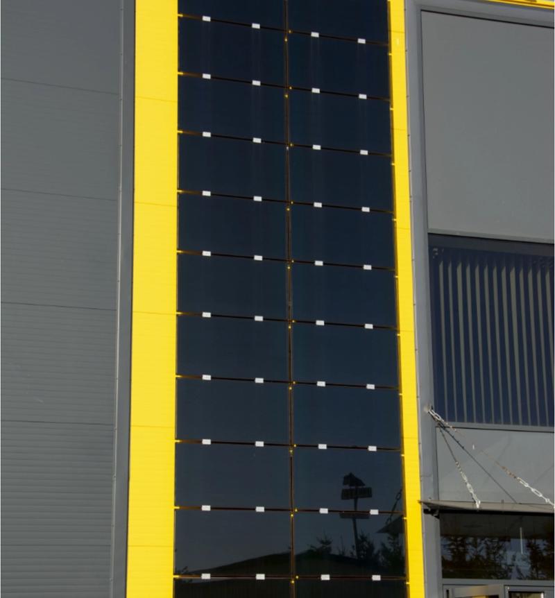panele fotowoltaiczne na pionowej elewacji